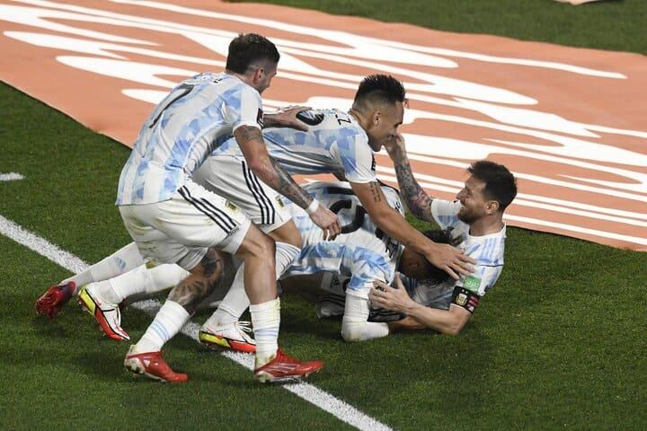 Gol-de-Messi-festejo-Monumental_02